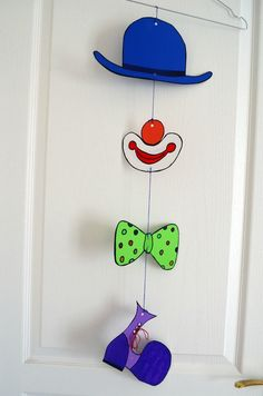 Mobile Clown Hanging Up Door - Karneval - Damenmode Clown Crafts, Carnival Crafts, Halloween Crafts, Crafts For Teens, Diy And Crafts, Arts And Crafts, Paper Crafts, Circus Theme, Circus Party