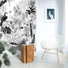 papier peint jungle salon Papier peint magnétique JUNGLE. Un univers sauvage au feuillage dense en noir et blanc pour une pièce de style. Cette fresque de papier peint magnétique est notre coup de cœur! #jungle #wallpaper #magnetic #tropical