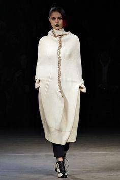 Cool Chic Style Fashion: Yohji Yamamoto Fall/Winter 2012 Ready-to-Wear Paris