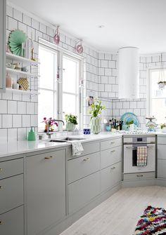Marbodal arkitekt plus Best Interior Design Websites, Interior Design Kitchen, Interior And Exterior, Kitchen Corner, Kitchen Dining, Kitchen Cabinets, Pastel Interior, Luxury Vinyl Plank, Home Hacks