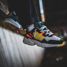 eca92c16bd91 384 meilleures images du tableau Sneakers en 2019