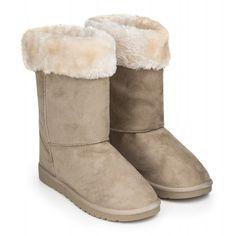 15f6eeaa2e2 Dámské zimní boty s rovnou podrážkou a kožíškem jsou vyrobeny z eko kůže.  Odstín šedé barvy vás nikdy nezklame.