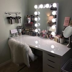 Starry eyed over this vanity station! ✨@dinah_reviews setup features our #impressionsvanityglowxl