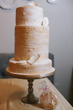 An elegant nod to the sea - perfect for a beach wedding - pearl wedding cake with matching cookie favors Wedding Cake Pearls, Metallic Wedding Cakes, Painted Wedding Cake, Bake My Cake, Nautical Cake, Buttercream Wedding Cake, Amazing Wedding Cakes, Dream Cake, Take The Cake