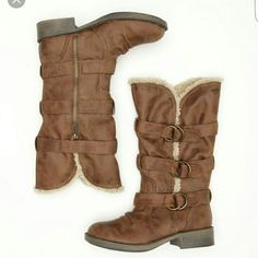 Roxy boots Brown Roxy fargo boots. Genuine leather and lined with faux fur. Never worn! NWOT. Roxy Shoes Ankle Boots & Booties