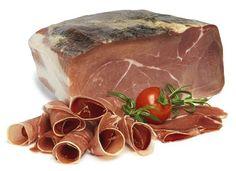 Produktbeskrivning Härkomst certifierad Serrano skinka som har blivit lagrad 9-12 månader med ben i. Efter Lagring har den benats ur och avsvållats för att sedan formas genom tryck till en behändig och hanterlig fyrkantig bit om cirka 2kg