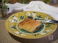Από τα χειρόγραφα των γιαγιάδων, παλιά ελληνική συνταγή για κοτόπιτα του προ-προηγούμενου αιώνα. Λευκή, ζουμερή, βουτυράτη, με εκπληκτική γέμιση μέσα σε τραγανό φύλλο. Preserving Food, Preserves, Bread, Cooking, Recipes, Kitchen, Preserve, Brot, Recipies