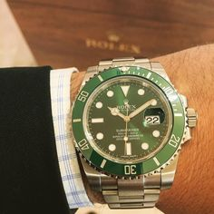 Rolex Submariner with Green Ceramic Bezel and Green Dial. - - #ROLEX #submariner #stainlesssteel #green #116610lv #anniversary #heirloom #forever #beautiful #love #watch #watches #watchesofinstagram #watchanish #rolexero #rolexwrist #millionaire #billionaire #luxury #luxurylife #patek #patekphilippe #investment #hot #iwant #goals #watchcollector #mondani #macro by jeweler_in_paradise #rolex #submariner