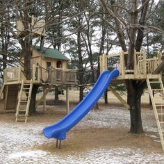 Simple Diy Treehouse For Kids Play 11 image is part of 70 Ideas Simple DIY Treehouse for Kids Play that You Should Make it! gallery, you can read and see another amazing image 70 Ideas Simple DIY Treehouse for Kids Play that You Should Make it! on website Backyard Playground, Backyard For Kids, Backyard Ideas, Backyard Playset, Garden Ideas, Simple Tree House, Tree House Plans, Outdoor Play Spaces, Outdoor Fun