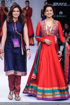 Bollywood actress Juhi Chawla walks the ramp for designer Shruti Sancheti on Day 5 of the Lakme Fashion Week (LFW) Winter/Festive held at Grand Hyatt, Mumbai, on August Shruti Sancheti Photogallery at ETimes Saree Gown, Sari Dress, Anarkali Dress, Salwar Kurta, Indian Gowns, Indian Attire, Indian Outfits, Silk Kurti Designs, Blouse Designs