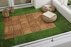 Balkon A small oasis on the balcony with artificial turf and click-wood tiles. Laying Artificial Grass, Artificial Plant Wall, Artificial Turf, Small Balcony Garden, Small Backyard Patio, Garden Bed, Diy Patio, Herb Garden, Patio Grande