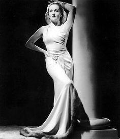 Retrato de Carole Lombard vestida por IRENE para la promoción de To be or not to be, 1942.