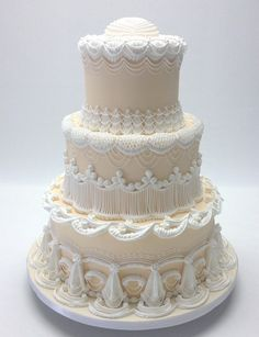 Classic Vintage Ivory White Country Club Fondant Round Spring Wedding Cake Wedding Cakes Photos & Pictures - WeddingWire.com