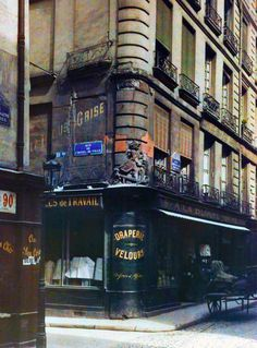 Rue de l'Hôtel de Ville - vers 1910  Autochrome photo