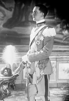 Prince Umberto , the 25 year old heir to the throne of Italy , arrived in Brussels to ask the King of the Belgians for the hand of his only daughter the beautiful Princess Marie Jose on 23 Oct 1929