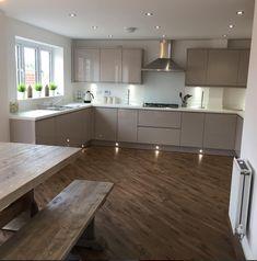 L Shaped Kitchen Designs, Grey Kitchen Designs, Kitchen Cupboard Designs, Luxury Kitchen Design, Kitchen Room Design, Contemporary Kitchen Design, Kitchen Decor, Modern Kitchen Interiors, Modern Kitchen Cabinets