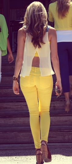 I'd rock this top. Idk if I'd go with yellow (maybe if I'm tanned up) but I could pull off a colored skinny