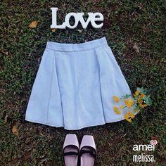 um sapato de bailaina um amor de saia jeans e um dia lindo de sol para não parar de dançar☀️  #lojaamei #melissa #ballet #dançar #dialindo #sol