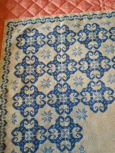 Needlepoint Stitches, Needlework, Cross Stitch Designs, Cross Stitch Patterns, Cross Stitching, Tapestry, Embroidery, Diy And Crafts, Bohemian Rug