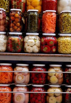 Pickle store at Beyoglu Pera in Istanbul, Turkey. Iranian Cuisine, Iranian Food, Aromatic Herbs, Turkish Recipes, Street Food, Food And Drink, Yummy Food, Stuffed Peppers, Vegetables