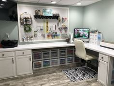 DIY Craft Room Organization Ideas for Small Spaces – i Love Organizing – Grandcrafter – DIY Christmas Ideas ♥ Homes Decoration Ideas Cricut Craft Room, Room Design, Room Organization, Office Crafts, Craft Desk, Craft Room Decor, Craft Room Design, Craft Room Organization, Basement Craft Rooms