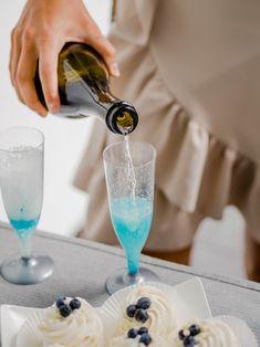 Baby Shower – garden party w klimacie boho Flute, Baby Blue, Babyshower, Cheers, Champagne, Tableware, Design, Dinnerware, Baby Shower