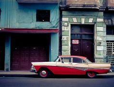 dullneon.com → Classic cars in Cuba.