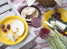 Fiesta Dinnerware announces its new 2017 color, Daffodil, featured in the Wine Country color palette - Daffodil, Claret, Ivory, Sage | www.alwaysfestive.com