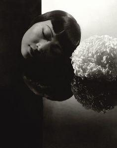 Portrait of Anna May Wong by Edward Steichen for Vanity Fair, 1931 Edward Steichen, Robert Mapplethorpe, Diane Arbus, Alfred Stieglitz, Richard Avedon, Photography Gallery, White Photography, Straight Photography, Portrait Photography