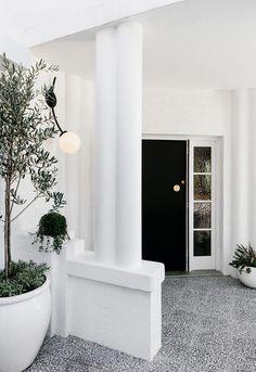 Curatorial House: Classic Interior of P&O Home with Hollywood's Glamour Style Australian Interior Design, Contemporary Interior, Modern Art, Interior Design Awards 2018, Melbourne House, Art Deco Buildings, Black Cabinets, Classic Interior, Nordic Design