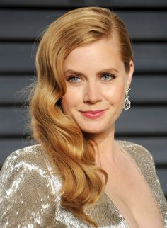 Amy Adams curves in a plunging metallic gold gown Hair Colors For Blue Eyes, Hair Color For Fair Skin, Red Hair Color, Cool Hair Color, Color Red, Brown Eyes Blonde Hair, Hair Pale Skin, Girl Celebrities, Celebs