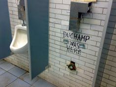 """détournement d'une oeuvre déjà détournée. Détournement de la """"Fontaine"""" de Marcel Duchamps"""