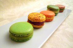 Come preparare una perfetta ganache per macarons degna dell'inarrivabile Pierre Hermé?! Ecco la ricetta della ganache al cioccolato e di alcune varianti classiche.