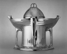 Secessionist pewter tureen manufactured by E. Hueck, c. 1902, designed by Albin Muller
