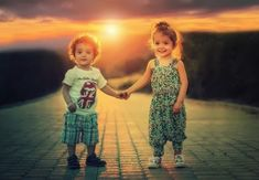 There's a right way to use confidence building activities for kids to help them feel good about themselves. But the surest way to destroy self-esteem is . Baby Images, Love Images, Child Wallpaper Hd, Confidence Building Activities, Authentic Happiness, Baby Skin Care, Happy Friendship, Montage Photo, Gifted Kids