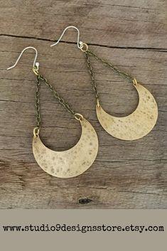 Brass boho crescent moon earrings Pair these stylish, brass, boho earrings with a basic t-shirt, jeans & a messy bun. Brass Jewelry, Jewelry Accessories, Jewelry Design, Moon Earrings, Statement Earrings, Modern Boho, Gypsy Style, Boho Fashion, Fall Fashion