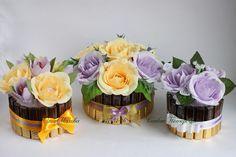 Мини-букетики, кульки, оформление шоколада, бутылок – 168 photos   VK Paper Flowers Craft, Crepe Paper Flowers, Paper Roses, Flower Crafts, Candy Bouquet Diy, Gift Bouquet, Candy Crafts, Paper Crafts, Chocolate Bouquet