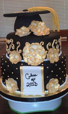 Black and Gold Graduation Cake - via @Craftsy