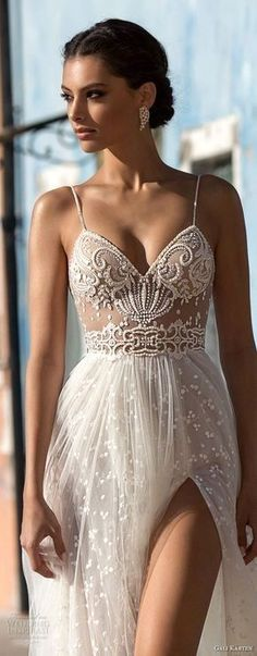 White bride dresses. Brides want to find themselves finding the most appropriate wedding day, however for this they need the perfect wedding outfit, with the bridesmaid's dresses actually complimenting the brides dress. Here are a variety of tips on wedding dresses.