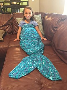 Knitting grandmothers around the world have responded to the fond wishes of little mermaid lovers, and asked me to resize my mermaid newborn photo prop pattern, so here it is!