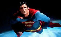 Superman flies (Christopher Reeve)