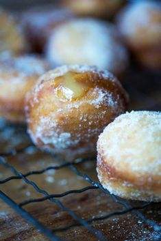 With a sticky and tart lemon filling, these homemade Vegan Lemon Curd Doughnuts are a gorgeous treat for everyone in the family. Bomboloni Recipe, Love Food, A Food, Vegan Lemon Curd, Vegetarian Menu, Lemon Filling, Food Wishes, Vegan Ice Cream, Vegan Baking