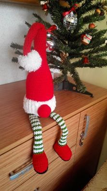 My kind of Elf on the Shelf - Facebook post by ‎Emilia Murzova‎ to The Crochet Crowd -  Christmas crochet wine bottle wrap