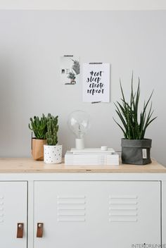 De IKEA PS kast | Deze pin repinnen wij om jullie te inspireren. IKEArepint IKEA IKEAnederland kamer woonkamer slaapkamer opberger opbergen opbergmeubel wit klassiek klassieker classic accessoires accessoire inspiratie wooninspiratie interieur wooninterieur