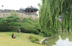 Circling the Hwaseong Fortress is a Walking Tour of Suwon