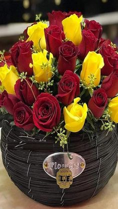 Flowers Gif, Beautiful Rose Flowers, Amazing Flowers, Colorful Flowers, Morning Rose, Good Morning Flowers, Red And Yellow Roses, Valentines Flowers, Rose Wallpaper