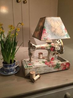 Sewing Machine Table Lamp Created by Jonathon Marc Mendes-Painted Love with Painting and Decoupage. See more ideas in 22 Old Things That Make Awesome DIY Lamps. - 22 Old Things That Make Awesome DIY Lamps Sewing Machine Tables, Antique Sewing Machines, Sewing Tables, Decoration Shabby, Shabby Chic Decor, Shabby Chic Bedside Lamps, Sewing Machine Drawing, Shabby Chic Lighting, Couture Vintage