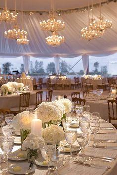 Bouquet de fleurs blanches pour un centre de table