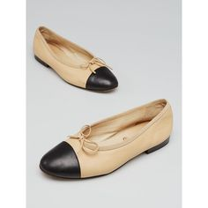Pre-owned Chanel Beige/Black Leather CC Cap Toe Ballet Flats (15.700 RUB) ❤ liked on Polyvore featuring shoes, flats, black ballet shoes, black flats, leather flats, beige flats and black ballet flats