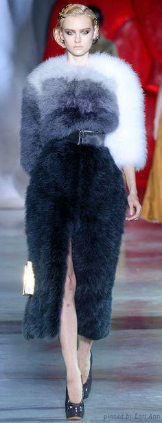 Ulyana Sergeenko Parigi - Haute Couture Fall Winter - Shows - Vogue. Fur Fashion, Only Fashion, Fashion Week, Winter Fashion, Fashion Show, Fashion Design, Paris Fashion, Couture Mode, Style Couture